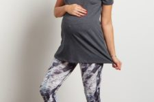 03 printed cropped leggings, a grey tee and white sneakers
