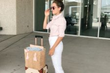 03 white jeans, a blush shirt and neutral moccasins – a comfy and chic look
