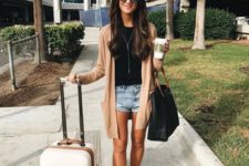 05 denim mini shorts, a black tee, a peach cardigan, white sneakers and a large bag – a practical and cool look