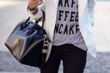 06 black jeans, a white blazer, a printed grey t-shirt, a statement necklace and a black bag