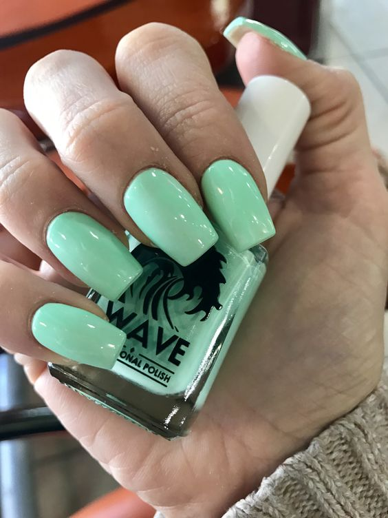 bold mint nails for summer and holidays