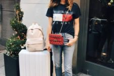 10 a black printed tee, distressed jeans and colorful sneakers to travel with style