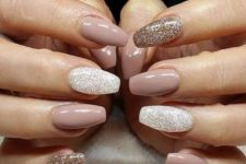 12 dusty pink nails and white and gold glitter accent ones for a party feel