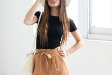 12 high waist bow amber shorts and a black tee, a hat and a neutral bag for a boho-inspired look