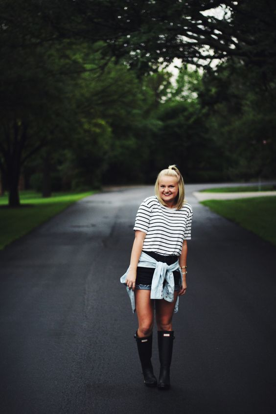 a striped black and white t shirt, denim shorts and black rain boots is an easy and comfy idea