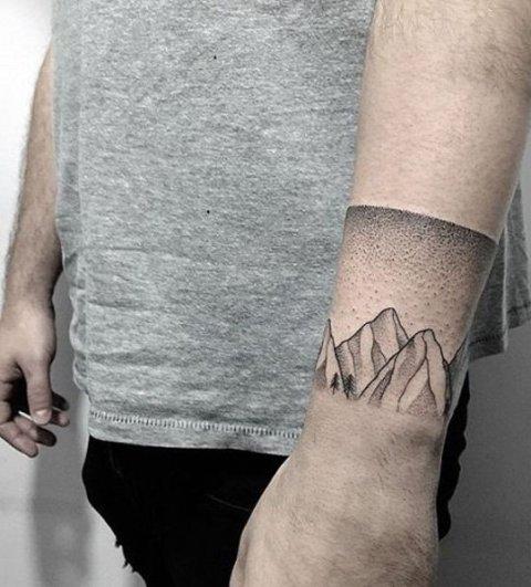 Simple bracelet tattoo