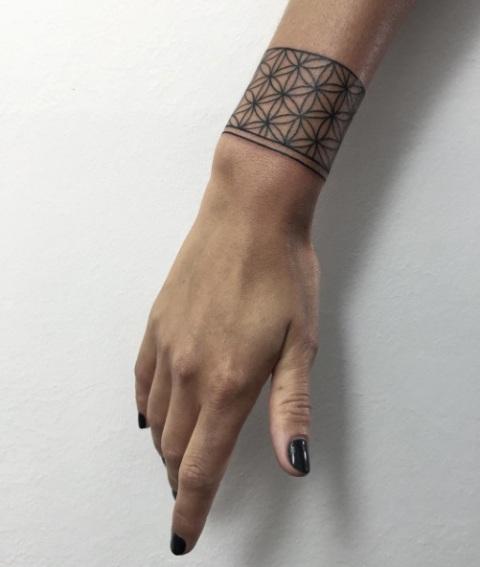 Bracelet Tattoo Designs: 22 Bracelet Tattoo Ideas For Women