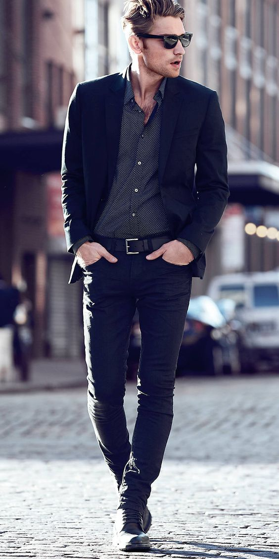 a total black look with a printed grey shirt can be worn to an interview