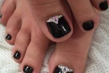 04 glossy black nails are a great choice for Halloween, accentuate them with rhinestones