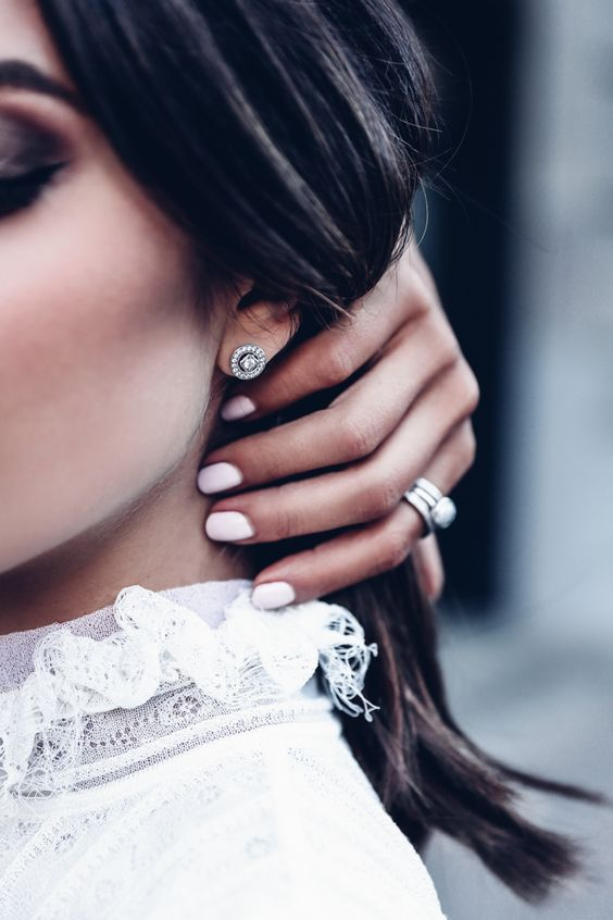 minimalist and elegant stud earrings to wear every day