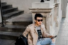 05 a casual fall look with a beige trench, ripped jeans, sneakers and a grey t-shirt