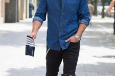 05 a chambray shirt, black ripped jeans and white sneakers