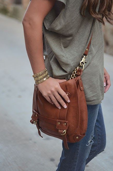 a brown leather bag with chain for a relaxed casual look at the weekend