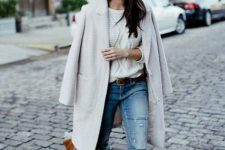 09 a creamy coat, a white sweater, ripped blue jeans, amber shoes and an amber bag