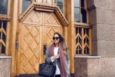 10 black jeans, a white sweater, a grey coat, a brown scarf and white sneakers for a casual look
