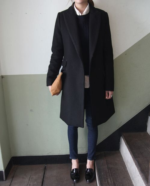 navy jeans, black lacquered flats, a black sweater, a white shirt and a black coat