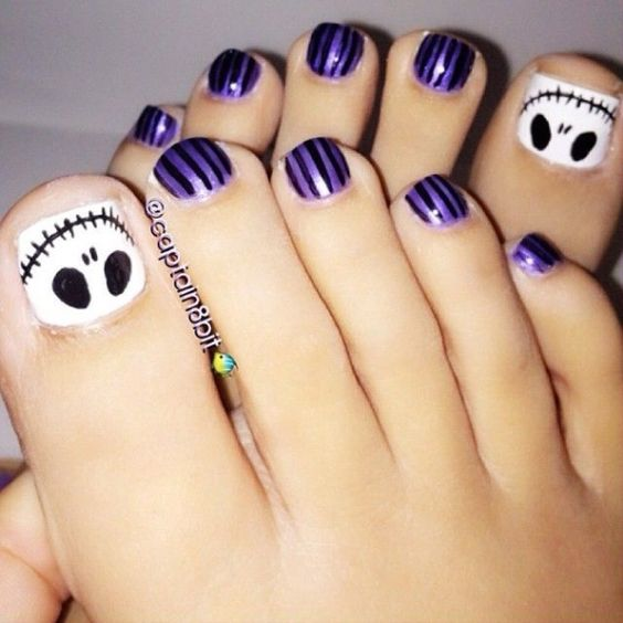 Picture Of purple and black toe nails plus accent nails ...