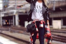 16 navy skinnies, a printed tee, black shoes, a black leather jacket and a crossbody