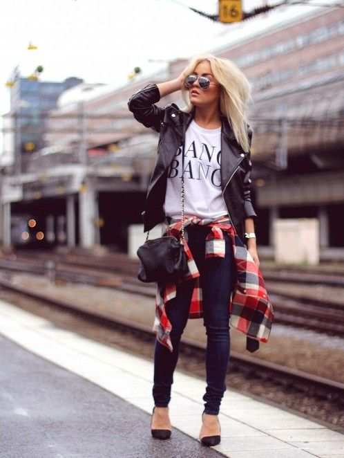 navy skinnies, a printed tee, black shoes, a black leather jacket and a crossbody