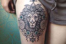 Beautiful tattoo on the leg