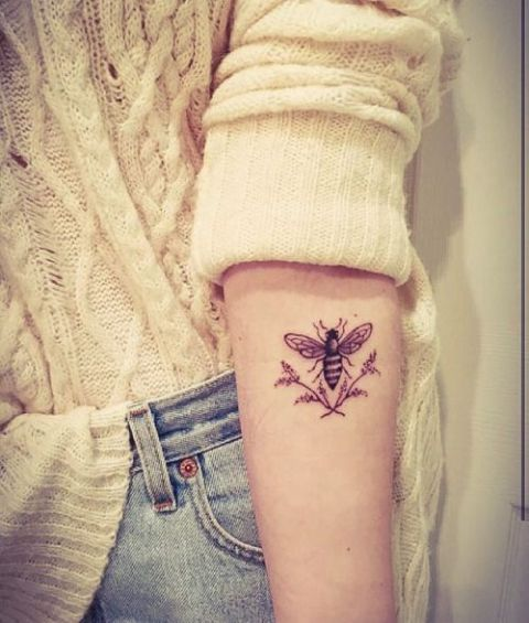 d110f1dec 21 Honey Bee Tattoo Ideas For Women - Styleoholic