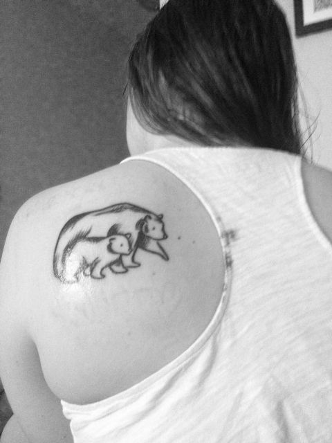 Mother and baby bear tattoo on the shoulder