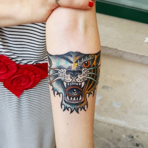 Original tiger tattoo on the arm