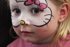 07 Hello Kitty face paint and some pink clothes will makeup a cool Halloween costume
