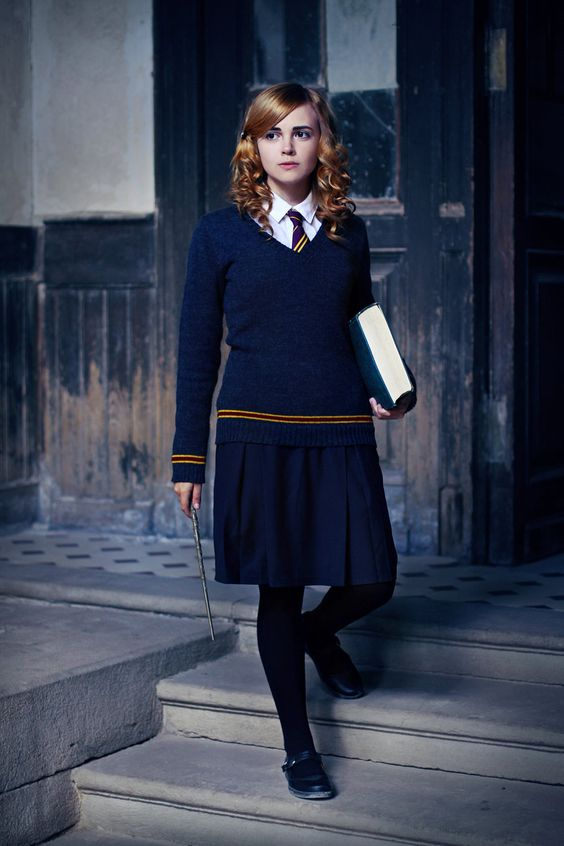 Hermione Granger look with a navy skirt, a white shirt with a tie, a navy sweater, flat shoes