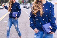 08 blue cuffed jeans, navy suede heels, a navy sweatshirt with large pearls and a matching bag