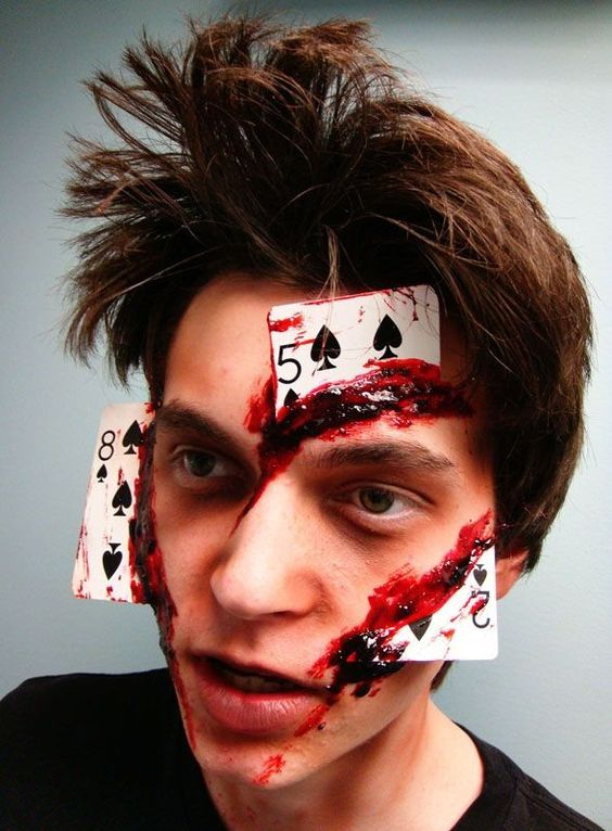 a crazy bloosy cards makeup doesn't require a difficult costume