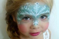 10 Disney Frozen Elsa's costume and makeup for a little princess