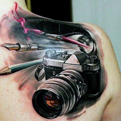 Gorgeous 3D tattoo on the shoulder