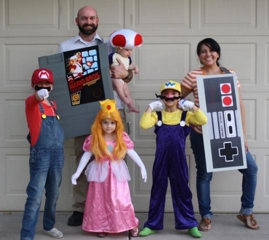 nerdy halloween family costumes