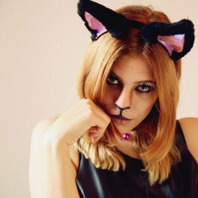 DIY cat makeup tutorial with fake lashes (via www.wemustbedreamers.com)