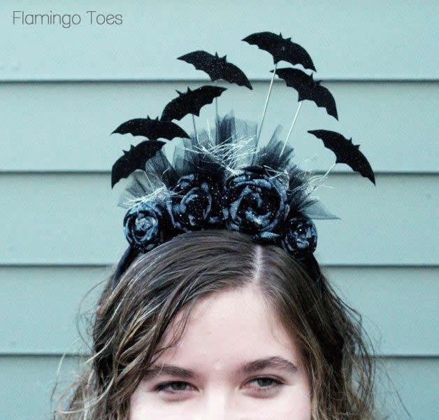 DIY batty Halloween headband (via www.flamingotoes.com)