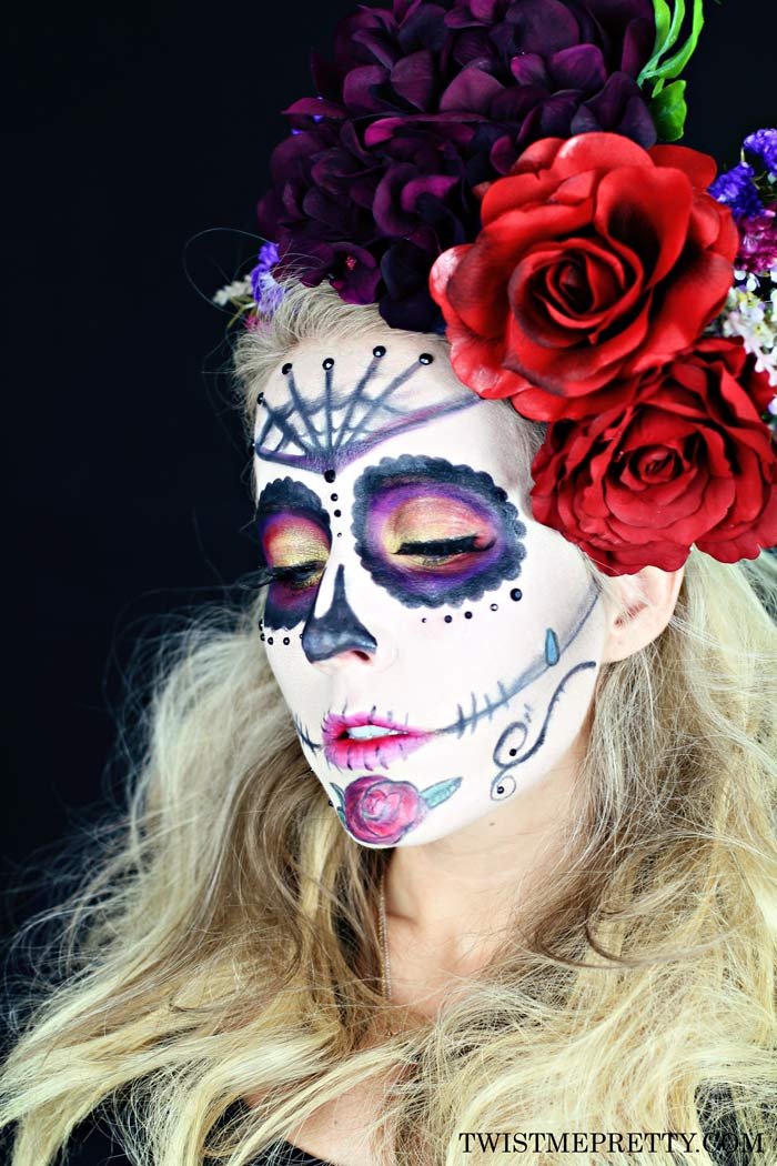 DIY Day Of The Dead makeup (via www.twistmepretty.com)