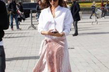 02 a pink pleated velvet midi skirt, a white shirt and white booties is a chic glam look