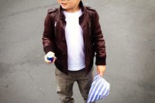 02 grey pants, a white tee, a burgundy leather jacket and white sneakers for a wow look