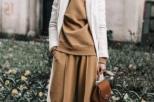 08 a camel suit, a white coat over it and black heels for a chic fall-inspired outfit