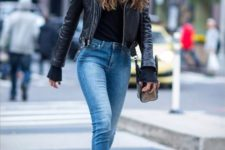 10 cropped skinny jeans, a black top, a leather jacket and suede sock boots look cool