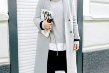 13 black jeans, a white shirt, a grey turtleneck sweater, black heels and a grey coat