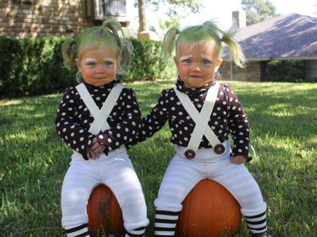20 halloween costume ideas for twins styleoholic. Black Bedroom Furniture Sets. Home Design Ideas