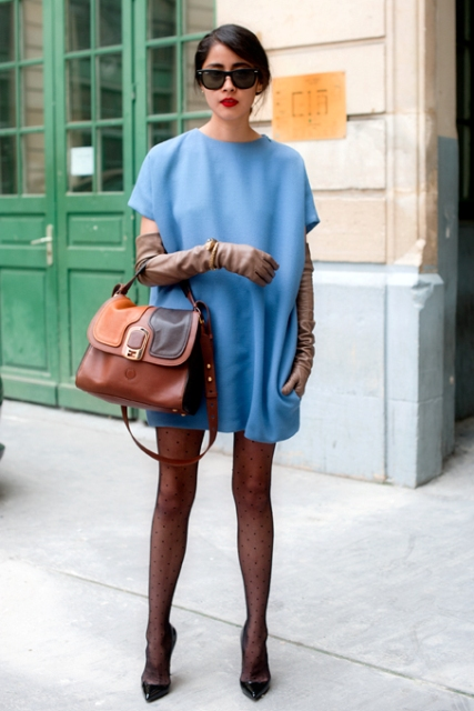 With blue dress, leather bag and pumps