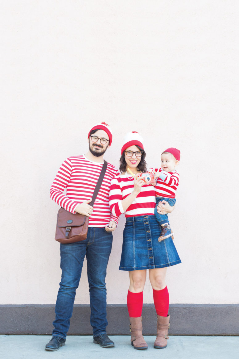 DIY Wheres Waldo family costume (via lovelyindeed.com)