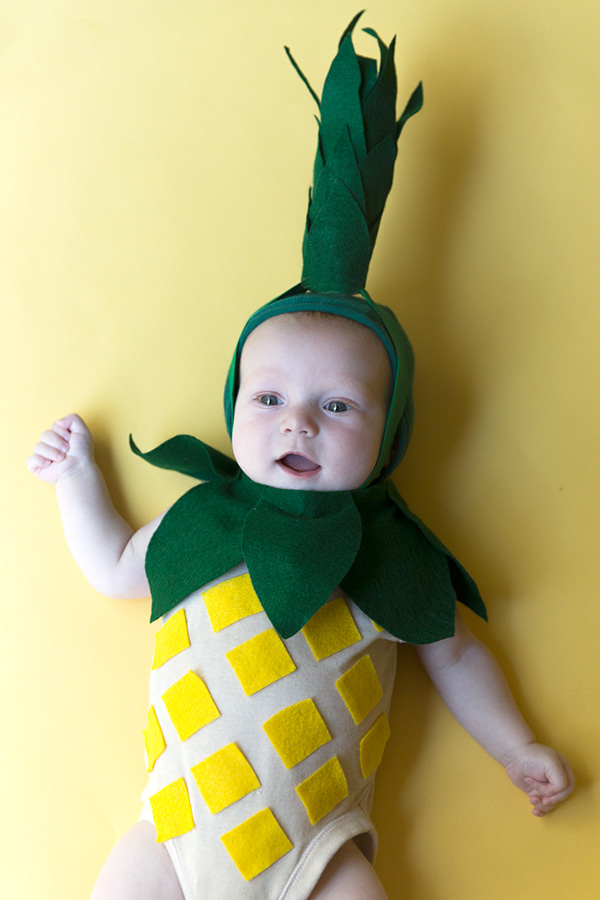 DIY pineapple Halloween costume (via sayyes.com)