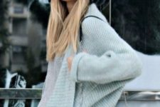 02 loose straight hair under a grey beanie looks chic and trendy