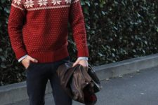 05 navy jeans, brown shoes, a blue shirt and a red printed sweater with a Christmas feel