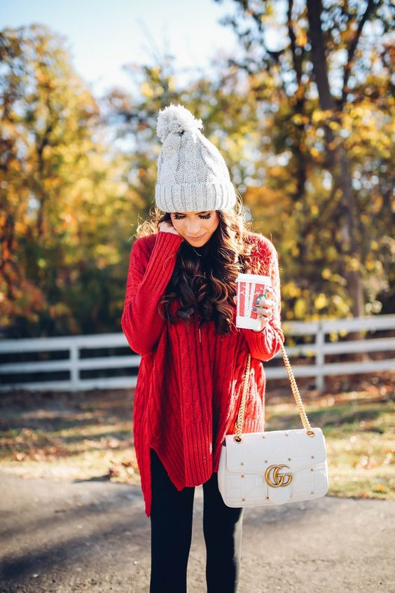 casual Christmas look with black leggings, a red oversized cable knit sweater and a dove grey beanie