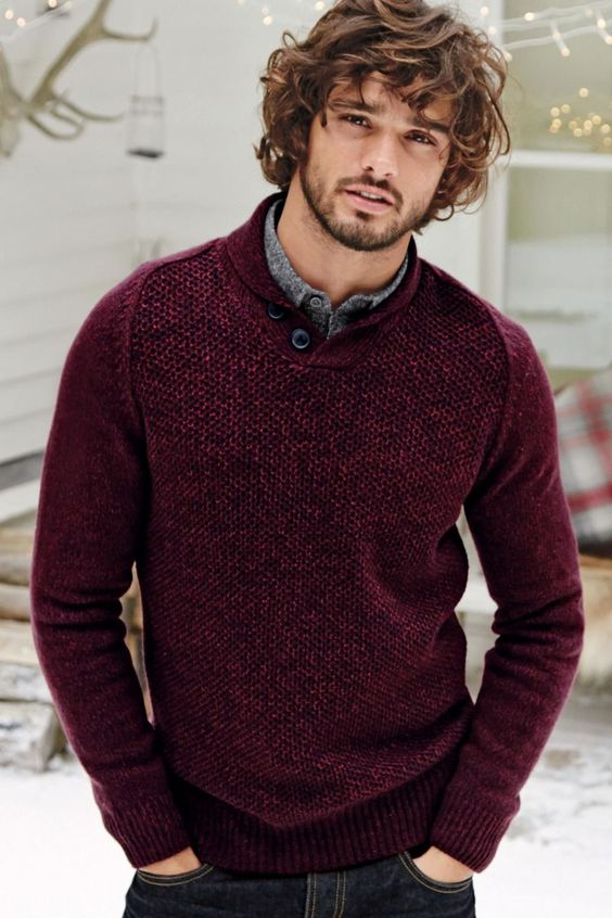black denim, a grey shirt and a burgundy sweater to feel comfy